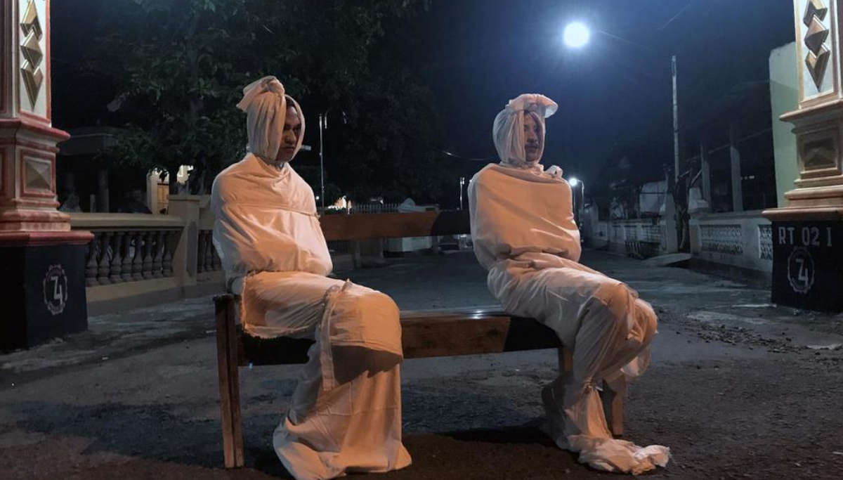 Pocong Ghost Patrolling This Indonesian Village to Enforce Coronavirus Lockdown