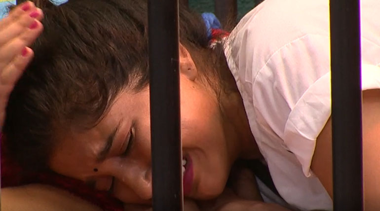 Bigg Boss 3 Tamil Day 26 Unexpected Crying and Consoling