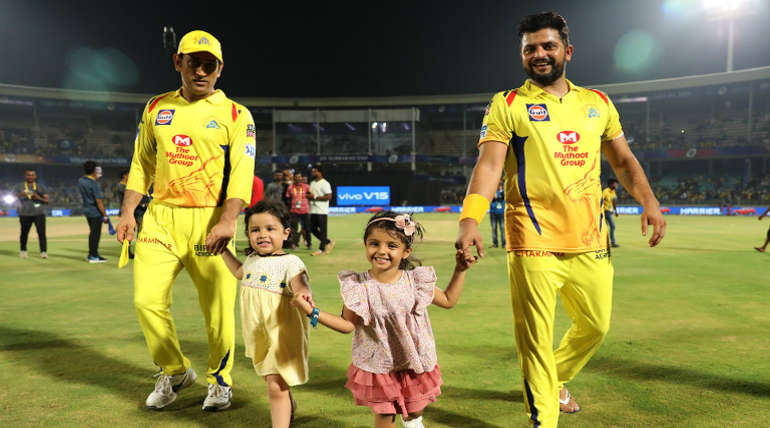 Dhoni and Raina with their Daughters