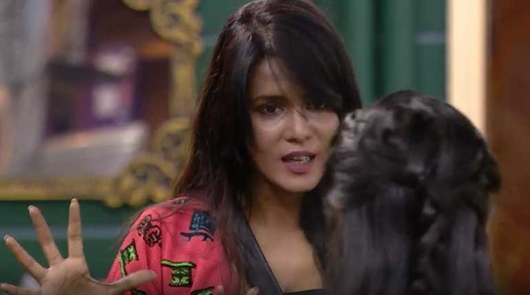 Bigg Boss Tamil Vote: Meera Caught Red-Handed. Image Credit Vijay Television Hotstar