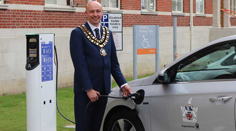 The Mayor of Swindon uses an electric Hyundai and charge his car. @SwindonCouncil