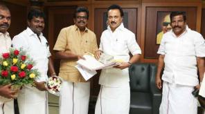 Thanga Tamil Selvan handed to Stalin over 27200 Applications to join DMK