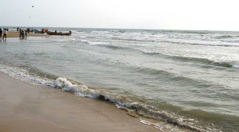 Sea receding for more than 200 meters causes panic in Thanjavur