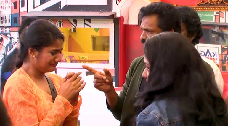 Bigg Boss 3 Tamil: Losliya Father Expressing Anger Towards Her Love with Kavin