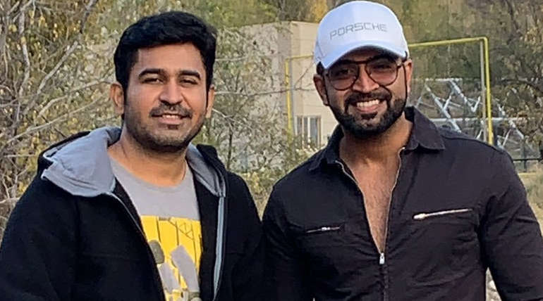 Vijay Antony and Arun Vijay Starring Agni Siragugal Character Look