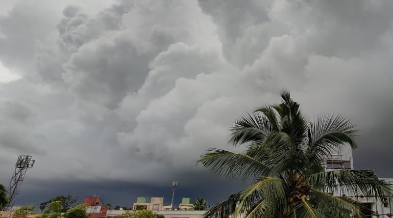 Tamil Nadu Rains: Heavy Rain warning Issued to Four Districts. Photo Courtesy:Twitter/santhoshsx