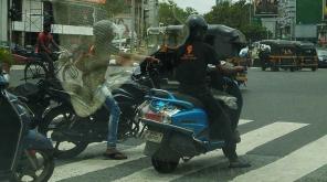 A Bengaluru Cop Warns Swiggy-  Image Courtesy-Prashant Vaidya/Twitter