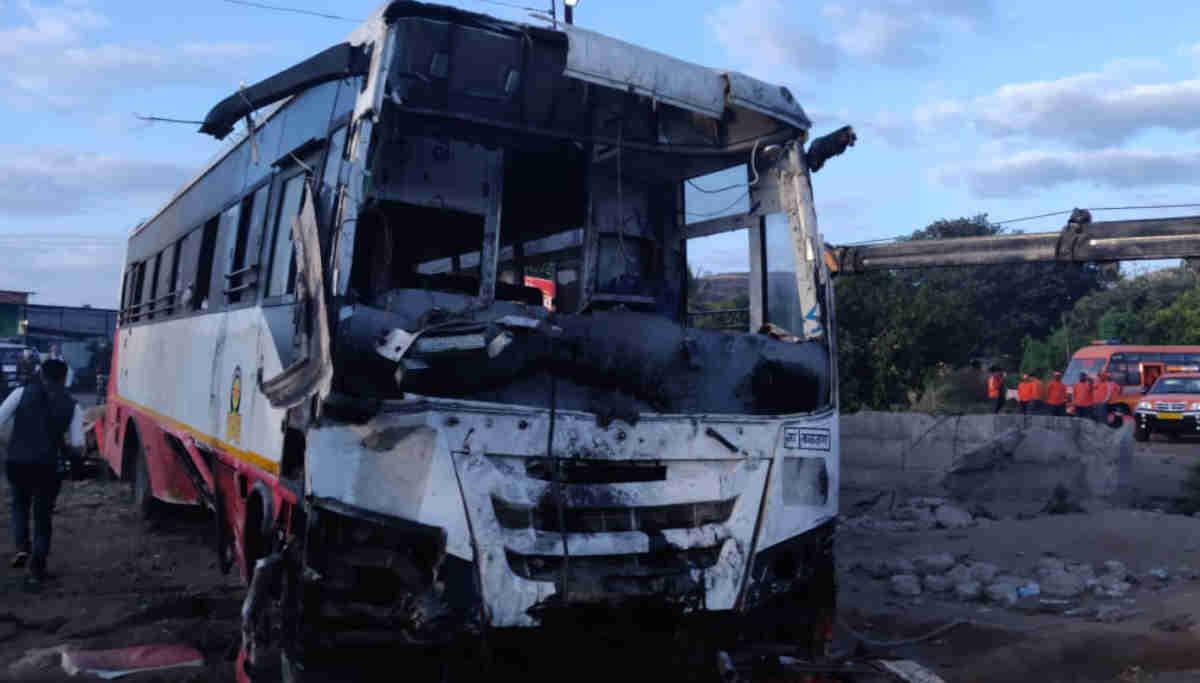Nashik Road Accident/ Image Courtesy- Deshpande Shrinivas/ Twitter