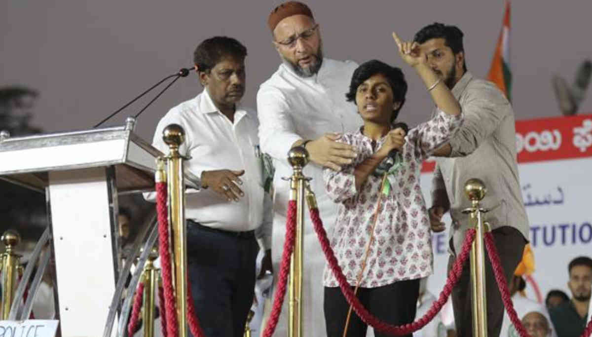 Asaduddin Owaisi Tries to Stop the Woman Shouting Pro-Pakistan Slogan in Bangalore