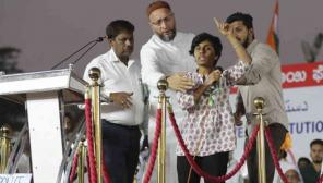 Asaduddin Owaisi Tries to Stop the Woman Shouting Pro-Pakistan Slogan in Bangalore