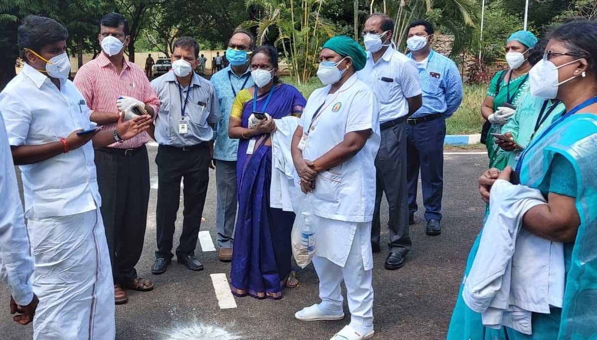 Minister Vijayabaskar in Trichy Medical College for Covid19 meeting