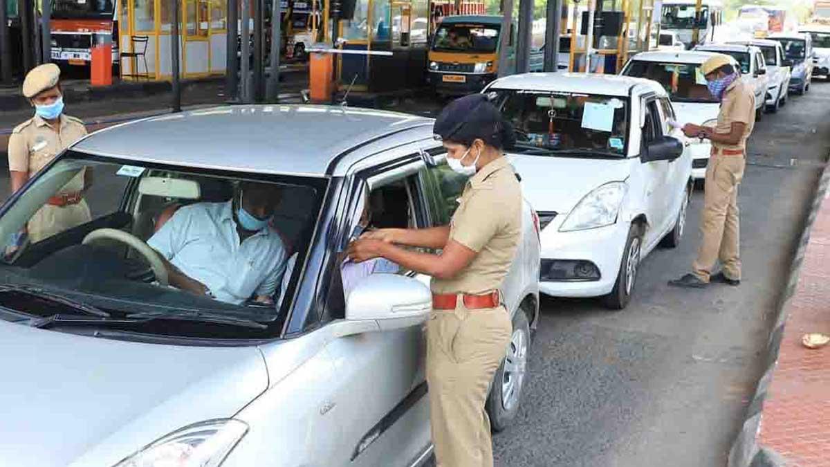 Traffic in Chennai Paranur toll gates due to E-pass Relaxations. Photo Nakkheeran