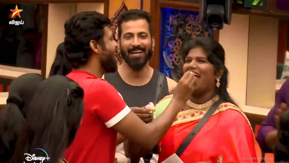Bigg boss housemates celebrating Nisha