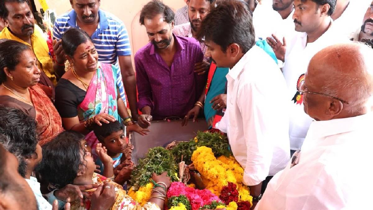 Udhayanidhi Stalin paying homage to Theepatti Ganesan