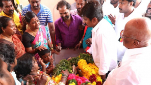 Udhayanidhi Stalin paying homage to Theepatti Ganesan
