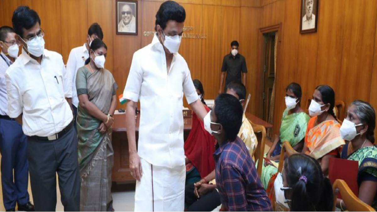 MK Stalin interacting with the children
