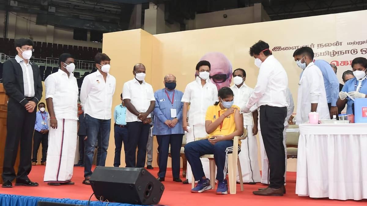 CM Stalin with the athletes in Chennai Nehru Indoor Stadium